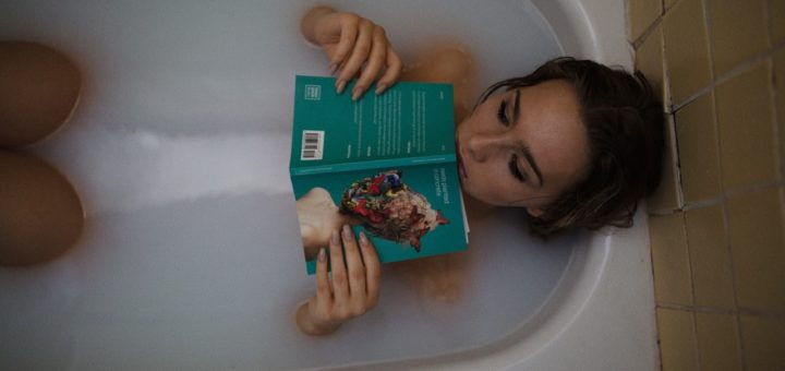 Bathtub feature